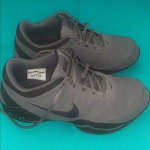 Euc Nike air ring leader low 8 grey/black